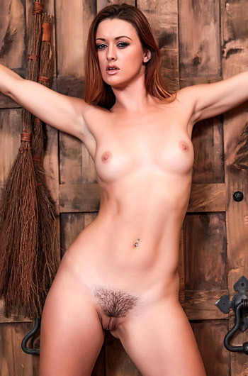 Hot Redhead Babe Karlie Montana Gets Naked