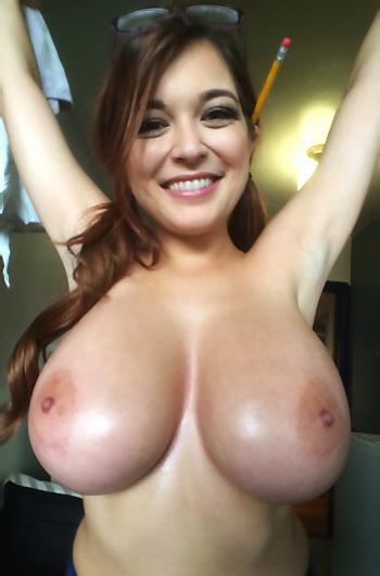 Tessa Fowler Hot Selfie Set