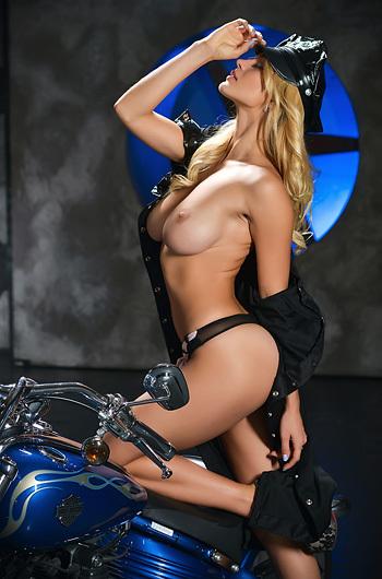 Sexy Police Babe Yaryna
