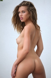 Gorgeous Melissa Shows Her Perfect Naked Body