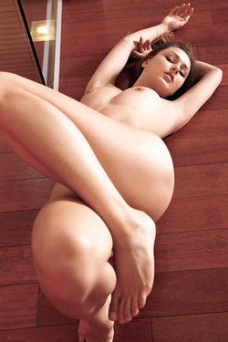 Yarina Poses Nude