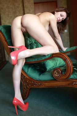 Oliana Spreads Her Sexy Legs